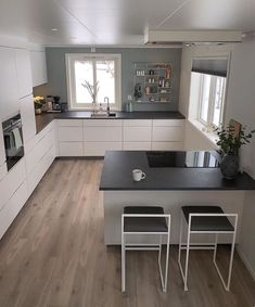 U-shaped Kitchen İdeas; The Most Efficient Design Examples Of Your Dream Kitchen 2019 – Page 2 of 29 – eeasyknitting. com U-shaped Kitchen İdeas; The Most Efficient Design Examples Of Your Dream Kitchen 2019 – Page 2 of 29 – eeasyknitting. Kitchen Room Design, Modern Kitchen Design, Kitchen Layout, Home Decor Kitchen, Interior Design Kitchen, Kitchen Furniture, New Kitchen, Home Kitchens, Kitchen Dining