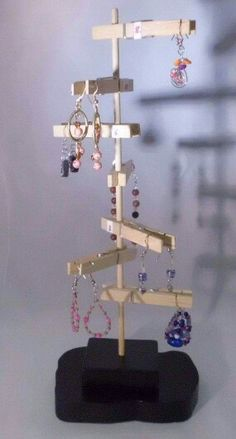 Unique Earring Display Handmade Wood, One of a Kind - DIY Jewelry Crafts Ideen Jewellery Storage, Jewelry Organization, Jewellery Displays, Craft Stick Crafts, Diy Crafts, Wooden Clothespins, Craft Fair Displays, Ideias Diy, Earring Display