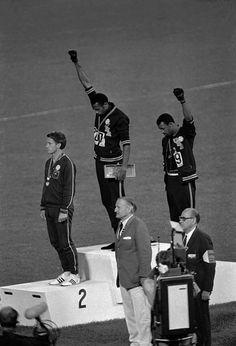Peter Norman, Tommie Smith et John Carlos, lors des JO de 1968