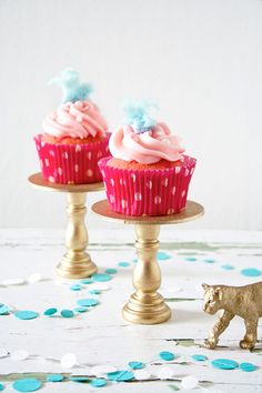 COTTON CANDY Cupcakes Recipe. Rich tasting vanilla #cupcake topped with cotton candy frosting. A perfect balance of #yumminess !! #baking #recipe http://thecupcakedailyblog.com/cotton-candy-cupcakes-recipe/