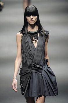 couture collars - These couture collars bridge the gap between avant-garde art fashion, necklaces, neck pieces and shawls. Fashion Shoot, Lanvin, Runway, Saree, Style Inspiration, Formal Dresses, My Style, Clothes, Beauty