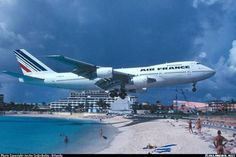 Air France 747 coming in for a landing at Princess Juliana International Airport on St. Maarten.