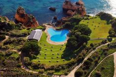 Aldeamento Turistico da Prainha Alvor With picturesque views of the Atlantic Ocean from its cliff-top position, the luxurious Aldeamento Turistico da Prainha offers indoor and outdoor pools, a well-equipped spa and direct access to the beach. Algarve, Alvor Portugal, Places Around The World, Around The Worlds, Resort Villa, Garden Pool, Beautiful Hotels, Holiday Destinations, Outdoor Pool