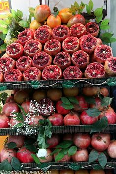 Pomegranates, Istanbul, Turkey(Photo: Boots in the Oven) Pitaya, Turkish Delight, Exotic Fruit, Turkish Recipes, Fruits And Vegetables, Farmers Market, Food And Drink, Yummy Food, Healthy Recipes
