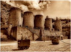 2102-Minas de Vilaoudriz e A Pontenova (Lugo) A Pontenova, Wonders Of The World, Monument Valley, Explore, Photo And Video, Places, Travel, Cover, 18th Century