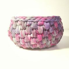 Trapillo T-shirt yarn basket Yarn Projects, Crochet Projects, Yarn Crafts, Diy And Crafts, Cotton Cord, Crochet Storage, Crochet Instructions, T Shirt Yarn, Textiles