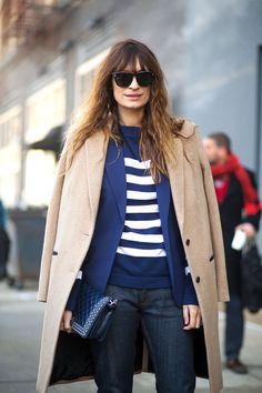 Street style look blusa listrada com calça jeans 293b8071025