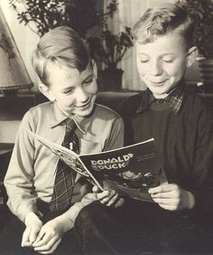 It is nice to see young boys reading in old pictures like this. Many people who do not enjoy other types of reading love comics. People Reading, Book People, Types Of Reading, Reading Books, Retro Pictures, Old Pictures, I Love Books, Books To Read, Old Libraries