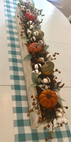 Fall Yard Decor, Fall Decorations, Diy Wood Box, Fall Floral Arrangements, Thanksgiving Table Settings, Autumn Decorating, Autumn Crafts, Diy Centerpieces, Fall Table