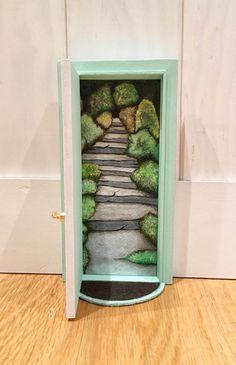 Puerta ratoncito Pérez camino encantado. de ColorfulWoodStore en Etsy
