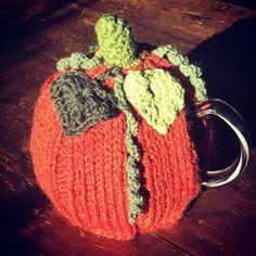Thé d'automne... @sowoolsocool @leteashop #teapot #insta #teatime #comfy #wool #pumpkin #halloween #halloween🎃 #spooky #autumn #knit #orange #citrouille #instagood #instamood #picoftheday #madeinmonaco Halloween Halloween, Teapot, Tea Time, Pumpkin, Comfy, Autumn, Wool, Orange, Cool Stuff