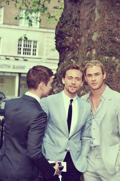 Tom hiddleston, Chris Hemsworth and I think that's Tom's publicist Luke with his back turned.