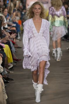 http://www.vogue.com/fashion-shows/spring-2017-ready-to-wear/philosophy/slideshow/collection