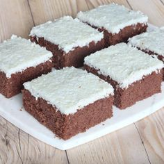Gjorde även med pistage paste i toppingen, funkar bra :-) Cookie Desserts, Chocolate Desserts, Chocolate Cake, Cookie Recipes, Afternoon Tea Cakes, Swedish Recipes, Pastry Cake, Food Cakes, How To Make Bread