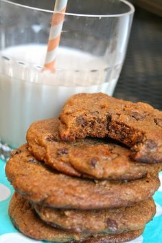 CupcakesOMG!: Paleo Chocolate Chip Cookies! Just made these and they are so freaking delicious!! New favorite recipe! #healthytreat #paleo