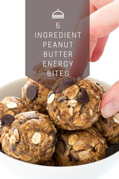 5 Ingredient Peanut Butter Energy Bites  These energy bites are not any bake, super easy to form and take but 10 minutes to place together. Loaded with protein, fiber and healthy fats to stay you full and loaded with energy throughout the day. Made with only 5 ingredients: spread , quaint oats, flax seed, honey and chocolate chips. Everything gets combined in one bowl. better of all you never need to activate the oven.  #Ingredient #Peanut #Butter #Energy #Bites Easy Delicious Recipes, Easy Cookie Recipes, Simple Recipes, Popular Recipes, New Recipes, Favorite Recipes, Peanut Butter Energy Bites, Good Food, Yummy Food