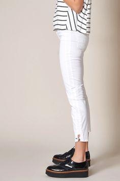 Rosner Damen High Waist Jeans Audrey2 Weiss | SAILERstyle Trends, Elegant, High Waist Jeans, White Jeans, Capri Pants, Fashion, High Waist, Trousers, Gowns