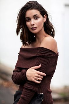 Sara Donaldson wearing off the shoulder knitwear | Street style | Knitwear | Trend | Winter Dressing |Winter Styling | Harper and Harley