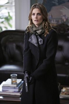 @Stana_Katic Shut Up Hands Up Keep the Gun but give me the coat!!!! #castle 7x13
