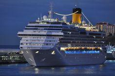Le Favolosa de la compagnie Costa.  Capacité: 3020 passagers #croisière #croisierenet.com #voyage #bateau #costa