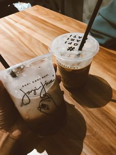 Iced Coffee, Coffee Shop, Food N, Food And Drink, Coffee And Books, Aesthetic Food, Cute Wallpapers, Nom Nom, Ice Cream