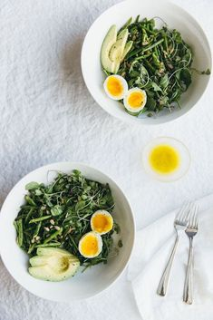 Start the day off right with this Arugula, Asparagus, and Avocado Breakfast Salad recipe!