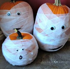 SO EASY! And can be made in minutes: Halloween mummy pumpkins