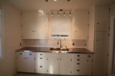 GREAT how-to on installing a custom stainless steel countertop for a very budget friendly price!
