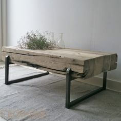 Put a vase/pot in the table Metal Furniture, Rustic Furniture, Diy Furniture, Furniture Design, Living Room Art, Living Room Chairs, Patio Table, Wood Table, Deco Design