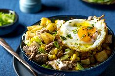 Low-fuss tuna and potato hash - Fresh Living Potato Hash, Sweet Potato, Smoked Mackerel, Tuna, Love Food, Potatoes, Favorite Recipes, Fish, Healthy