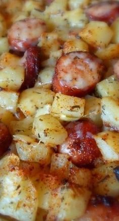 Oven Roasted Smoked Sausage Cheesy Potatoes - looks really nice! 1 package of smoked sausage (Peel if necessary, and slice into rounds) 1 large onion, peeled and chopped 5 large potatoes, peeled and chopped into inch cubes olive oil fine sea salt Think Food, I Love Food, Pork Recipes, Cooking Recipes, Healthy Recipes, Recipies, Delicious Recipes, Potato Recipes, Easy Kielbasa Recipes