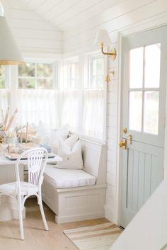 Q Design :: Drapery & Design Resource Centre Window Coverings, Window Treatments, Drapery Designs, Ideias Diy, Cafe Curtains, Drapery Panels, Custom Pillows, Tiny House, Room Decor