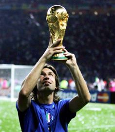 Andrea Pirlo lifting the 2006 FIFA world cup in Germany he won with Italy in the final against France Soccer World, World Football, Soccer Fans, Football Players, Juventus Fc, Zinedine Zidane, Italy World Cup 2006, Olympia, History Of Soccer