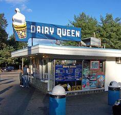 Dairy Queen Cones , Blizzards and Sundaes. Restaurant History, Restaurant Signs, Vintage Restaurant, Vintage Diner, Vintage Ads, Vintage Photos, Vintage Stuff, Vintage Signs, Vintage Classics