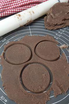 Keto Osterkekse - schokoladige Lowcarb Kekse Keto, Cookies, Food, Butter Cookies Recipe, Oat Cookies, Sweet Desserts, Few Ingredients, Healthy Snack Foods, Crack Crackers