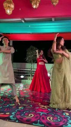 Ballet Dance Videos, Girl Dance Video, Wedding Dance Video, Dance Floor Wedding, Dance Choreography Videos, Indian Wedding Songs, Beautiful Girl Dance, Beautiful Dress Designs, Bollywood Wedding