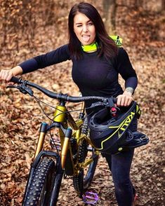Women Who Mountain Bike Are Bad Ass – Bicycle Ideas Women's Cycling, Cycling Girls, Cycling Outfit, Cycling Jerseys, Bicycle Women, Bicycle Race, Bicycle Girl, Road Bike Women, Mountain Biking Women
