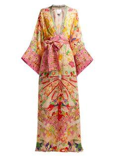 New Camilla Kimono Kisses-print silk maxi dress. Kimono Fashion, Fashion Outfits, Women's Fashion, Camilla Dress, Green Kimono, Beach Wear Dresses, Long Dresses, Dress Long, Kimono Pattern