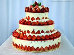 Fraisier Strawberry Wedding Cake - Recipe with images - Meilleur du Chef Wedding Cake Prices, Fall Wedding Cakes, White Wedding Cakes, Wedding Cake Toppers, White Weddings, Strawberry Wedding Cakes, Wedding Strawberries, Strawberry Cake Recipes, Strawberry Tart