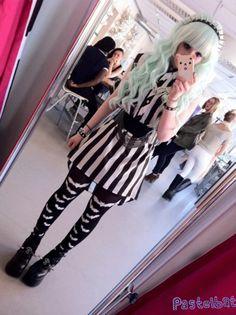 Adorable outfit and hair *-* Punk lolita style. Fashion 90s, Harajuku Fashion, Kawaii Fashion, Cute Fashion, Gothic Fashion, Estilo Goth Pastel, Pastel Punk, Pastel Goth Fashion, Pastel Blue
