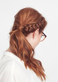 Looking up ideas to liven up my dull pony tail and I found this... look familiar to anyone else? I actually startled myself. If the glasses were more rectangular... wow.