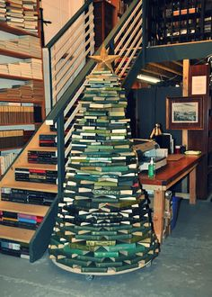 book tree - my cousin needs this!