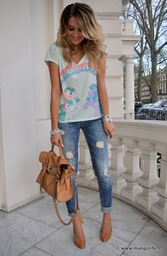 cute and simple jeans outfit