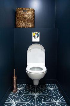 Small bathroom renovations 568931365429341997 - L'esprit Brooklyn – Mon Concept Habitation Source by OliviadAuz Small Downstairs Toilet, Small Toilet Room, Downstairs Bathroom, Small Toilet Decor, Bathroom Design Small, Bathroom Interior Design, Small Toilet Design, Small Bathrooms, Bathroom Designs