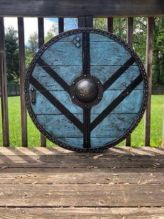 The Celtic Dragon Targe Viking Shield Design, Viking Shield Maiden, Celtic Shield, Viking Warrior, Escudo Viking, Larp, Viking Sheild, Shield Tattoo, Nordic Tattoo