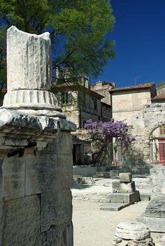 Arles (Bouches-du-Rhône) by PierreG_09 on Flickr.