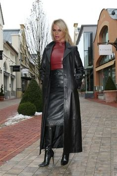 25 Source by Long Leather Coat, Leather Trench Coat, Black Leather Skirts, Leather Dresses, Sexy Outfits, Leder Outfits, Langer Mantel, 70s Fashion, Coats For Women