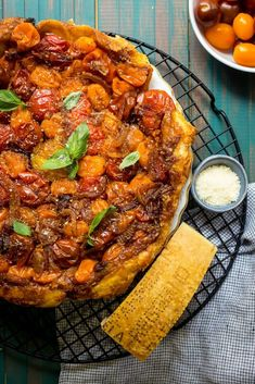 Take full advantage of tomato season this summer with fool proof, sweet and savory Tomato Parmesan Tarte Tatin. Tomato Season, Savory Tart, Healthy Menu, Side Recipes, Dinner Recipes, Red Kitchen, Oven Cooking, Corned Beef, Vegetable Recipes
