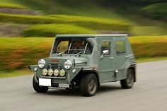 . Classic Mini, Old Cars, Jaguar, Wonders Of The World, Vintage Cars, Minis, Honda, Weird, Wheels