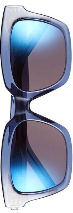 Orientieren Sie sich auch bei den Accessoires an Ihrem Farbpass - eine Tasche, Schuh, Halstuch, Schmuck in Blautönen kann sehr interessant sein und Ihre Farbwirkung unterstreichen! Kerstin Tomancok / Farb-, Typ-, Stil & Imageberatung